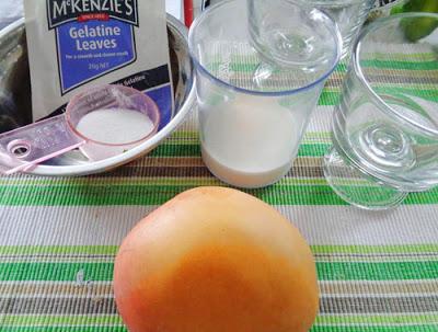 Chuẩn bị các nguyên liệu làm bánh pudding xoài