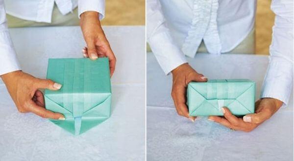 Gấp lần lượt các cạnh của hộp