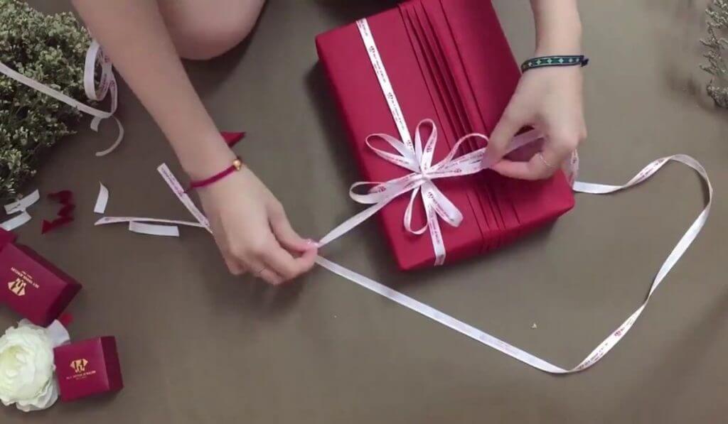 Hướng dẫn 3 cách gói quà sinh nhật độc đáo và ấn tượng hiện nay