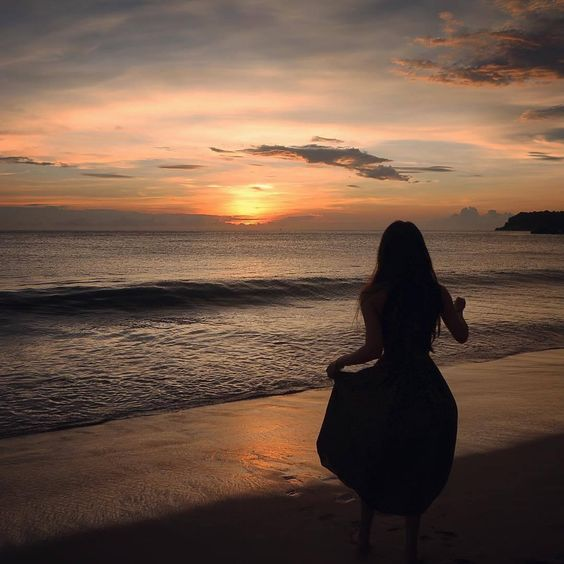 Những câu thơ hay về biển ấn tượng và lãng mạn