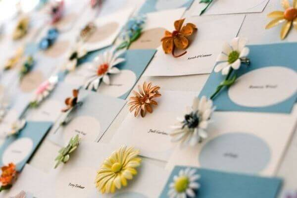 Trang trí bàn tiệc cưới handmade với kẹp hoa