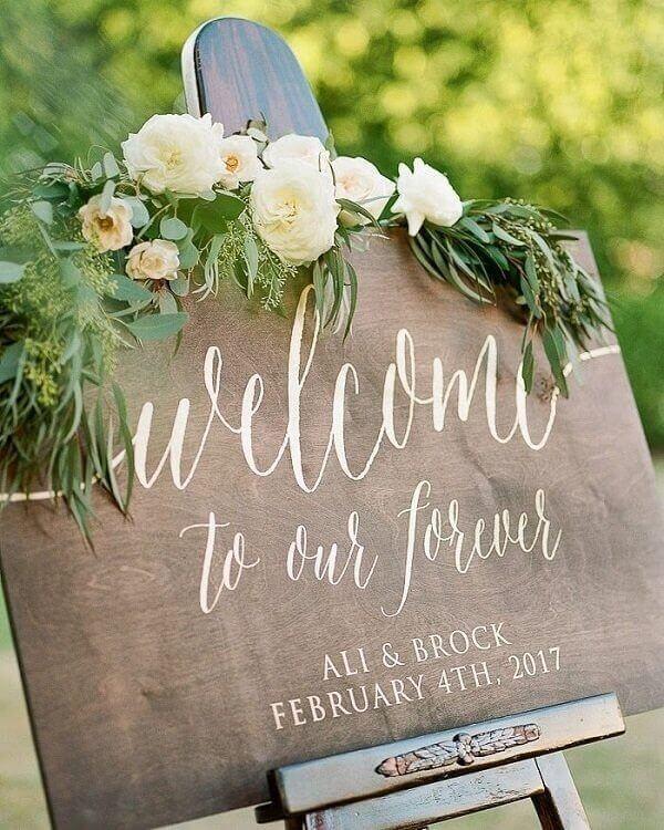Trang trí đám cưới handmade với bảng wellcome