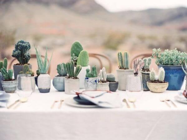 Trang trí bàn gallery đám cưới đơn giản