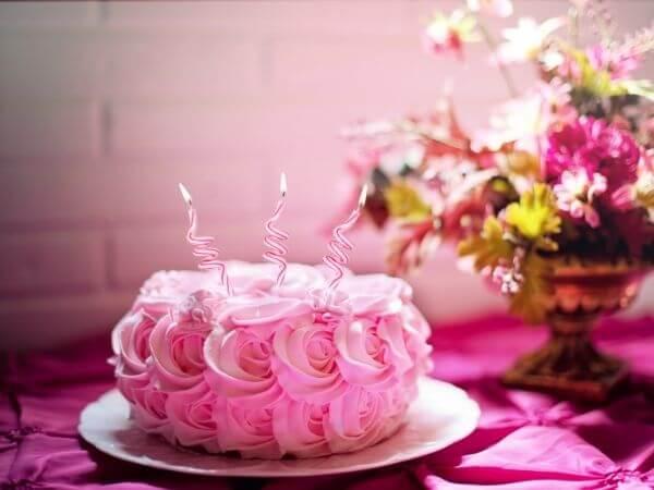 Mẫu bánh sinh nhật đẹp mầu hồng cute