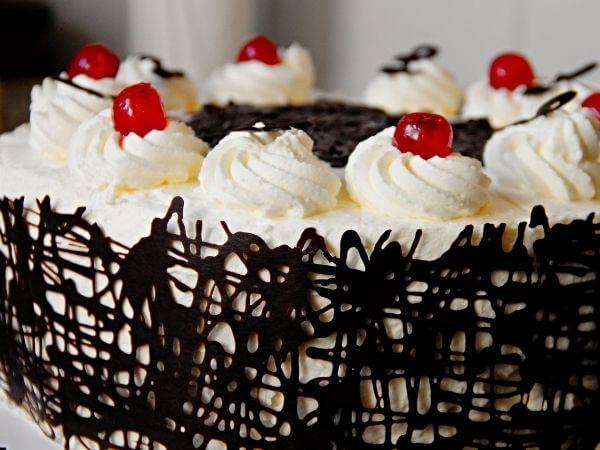Một số mẫu bánh sinh nhật đẹp bọc socola